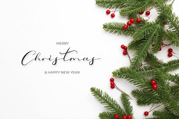 白い背景の上のクリスマスの挨拶メッセージとクリスマスの背景