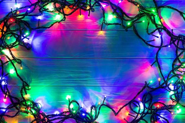 Рождественский фон с рождественскими огнями светящиеся