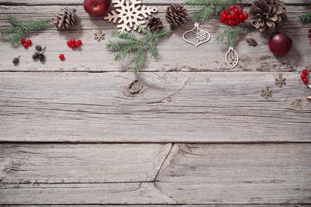 モミの枝とクリスマスの背景