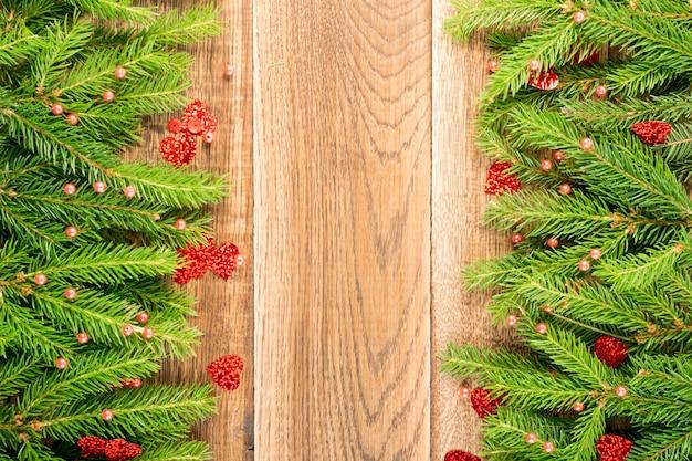 モミの枝とのクリスマスの背景