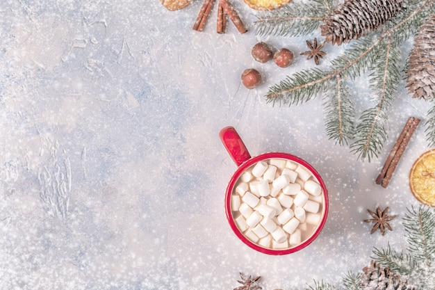 Новогодний фон с горячим какао и зефиром