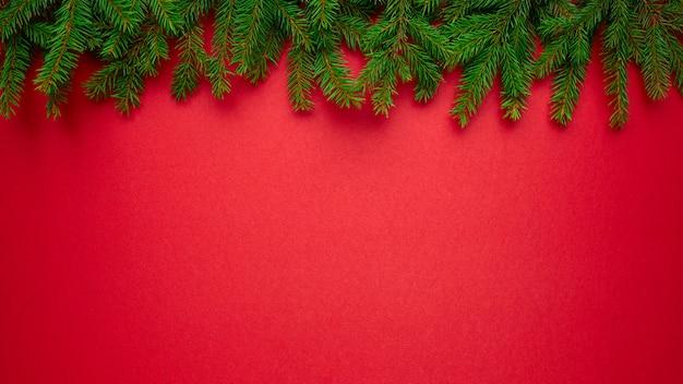 自然のトウヒの枝とのクリスマスの背景