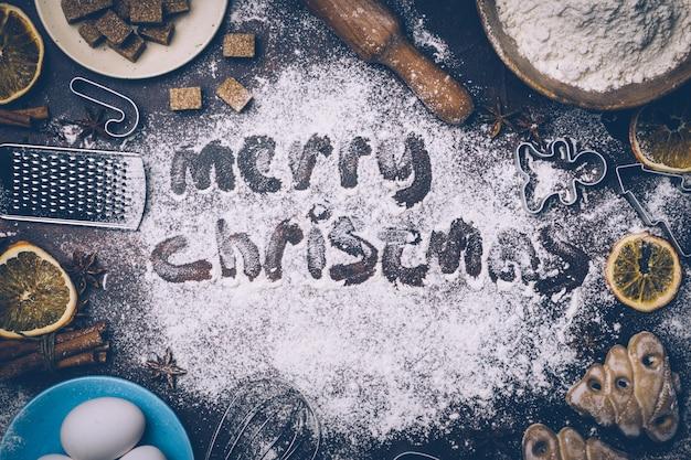 クリスマスのベーキングの背景。暗い背景にクリスマスベーキングを調理するための材料。 copyspace。クリスマス気分。