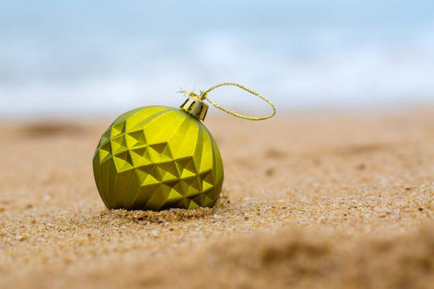 모래 해변에 크리스마스 공