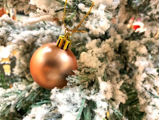 クリスマスツリーのクリスマスボール