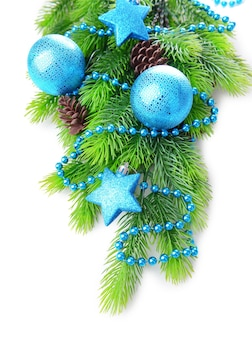 クリスマスボールとモミの木の装飾的な星、白で隔離