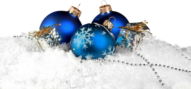Рождественские шары в снежинках на фоне