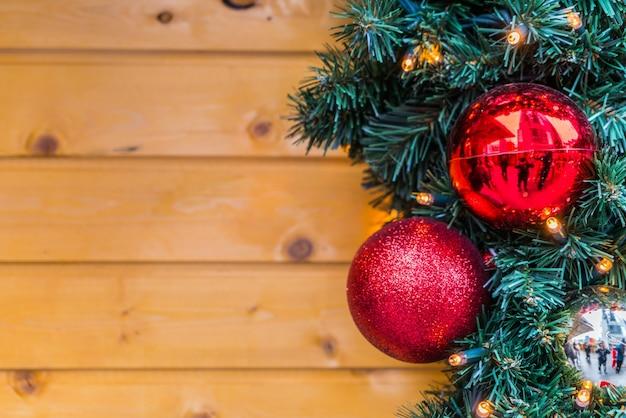 나무 배경으로 크리스마스 공