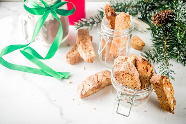 크리스마스 비스코티 또는 칸투 치니