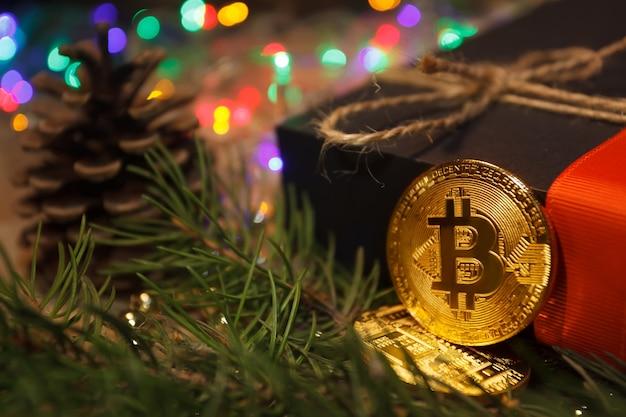 크리스마스 bitcoin 화환 선물 및 전나무 가지