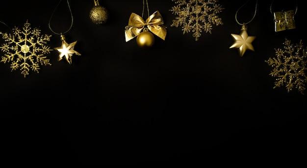 Рождество черный фон золотые украшения новый год