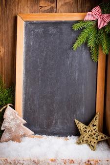 Рождественская доска с праздничным декором