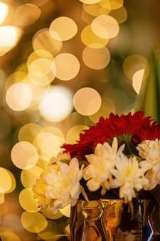 Новогодняя гирлянда боке яркий сочный фон основные сосредоточенные цветы