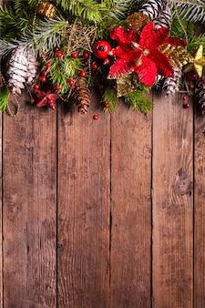 木製の背景にクリスマスボーダーデザイン