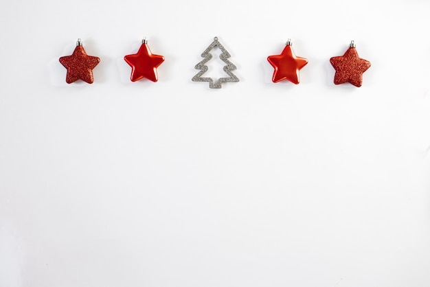 Christmas border-red christmas stars christmas tree toys and christmas tree on white background, horizontal banner. greeting card for christmas or new year. copyspace