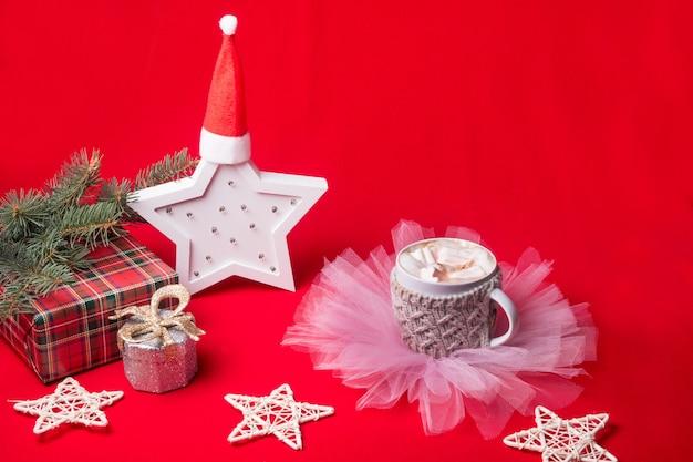 마쉬 멜 로우와 함께 크리스마스 조식 컵