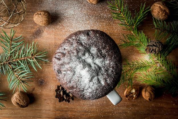 컵에 크리스마스 케이크, 찻잔 케이크 프리미엄 사진
