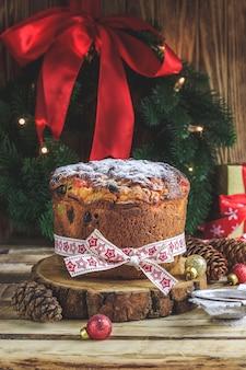 크리스마스 케이크 panettone 및 크리스마스 장식