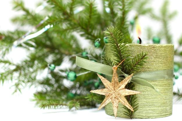 Рождественская свеча с зеленой лентой