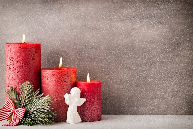 크리스마스 양 초 및 조명. 크리스마스 배경입니다.