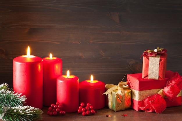 크리스마스 양초 붉은 장식 선물 상자