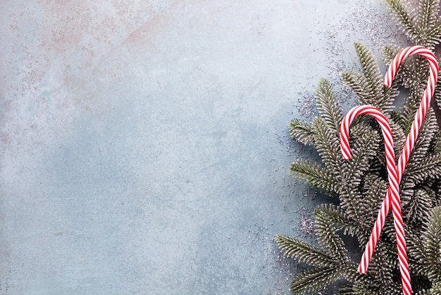 크리스마스 사탕 지팡이 행에 고르게 거짓말