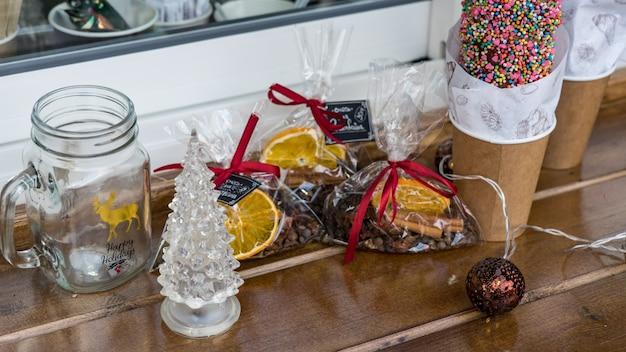 Рождественские конфеты, печенье, стили еды. праздничное настроение. красная поляна, сочи, россия.