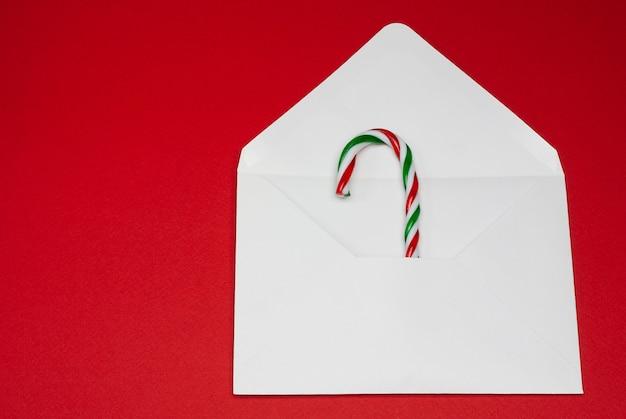郵便封筒のクリスマスの杖
