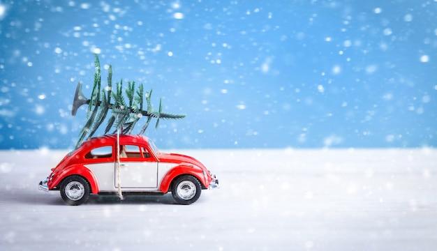 プレゼントを持って乗るクリスマスカー
