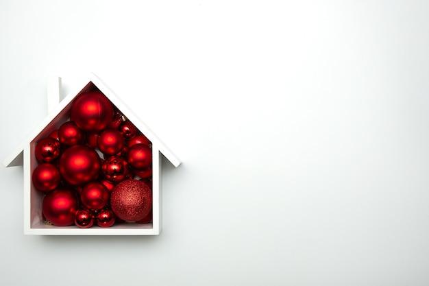 화이트 축제 장식으로 크리스마스 카드 디자인