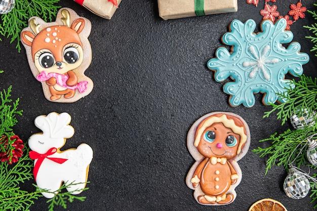 クリスマスカードジンジャーブレッド新年自家製ペストリー甘いデザート食品背景素朴な