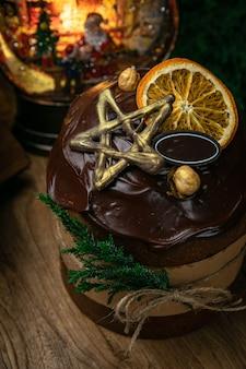 크리스마스, 나무 테이블에 초콜릿 panettone