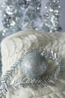 ニットセーターのクリスマスクリスマスおもちゃのボール