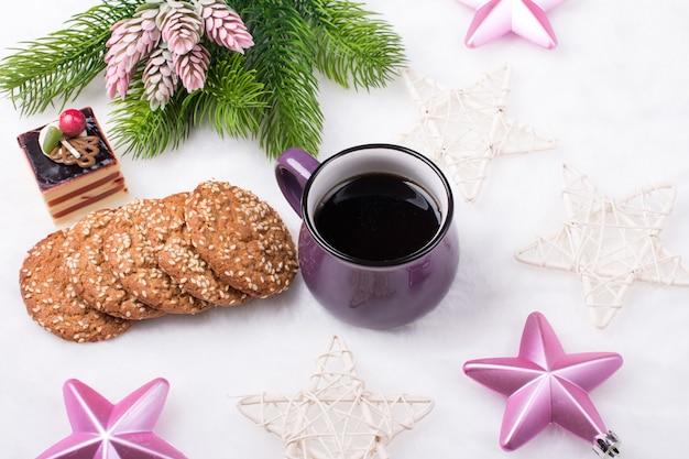 크리스마스 커피와 쿠키 프리미엄 사진
