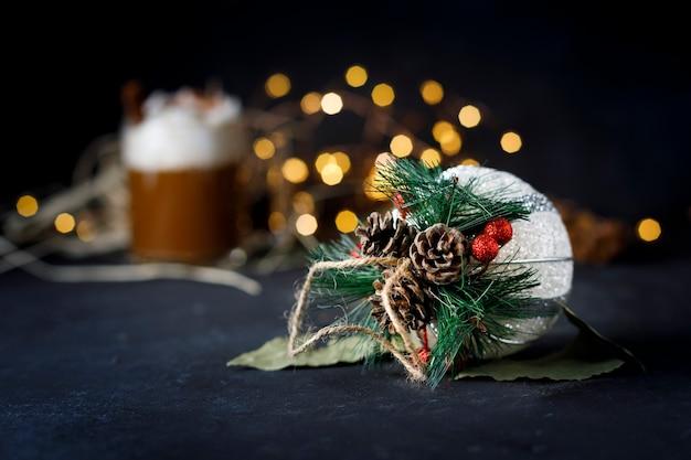 Рождественский кофе с корицей и пеной
