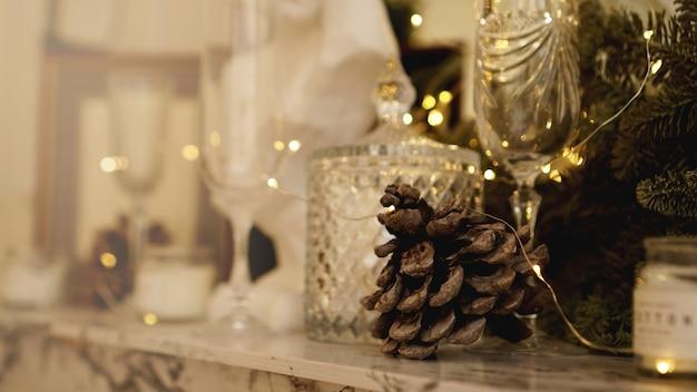 Новогодняя композиция. рождество, новый год концепция. свободное место для макета