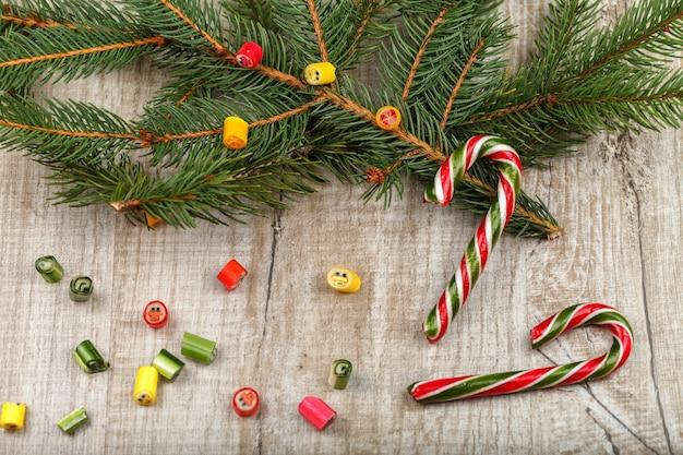 전나무 가지 크리스마스 구성