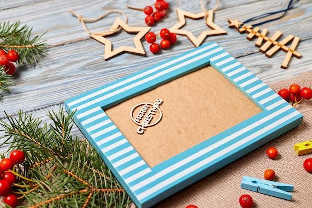 비문 메리 크리스마스와 사진 프레임의 크리스마스 구성