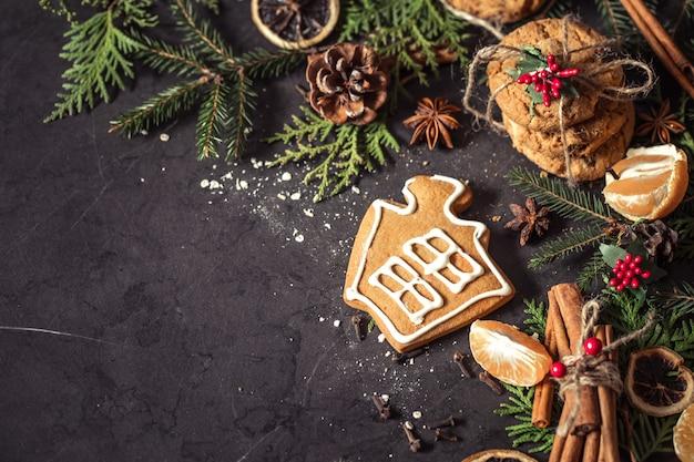 검은 배경에 크리스마스 구성