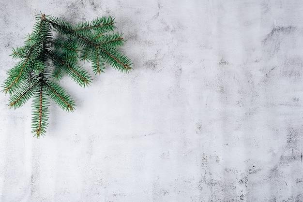 灰色の背景上のクリスマスの組成