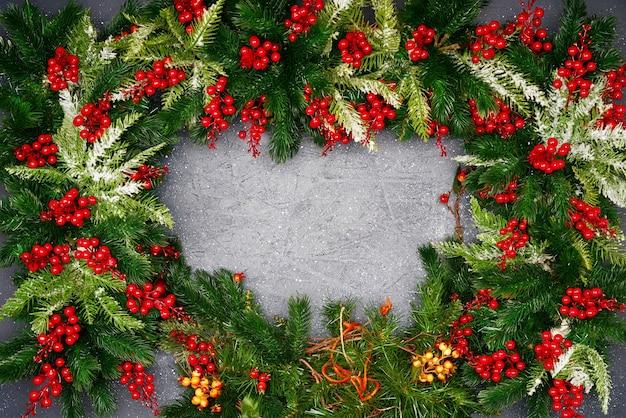어두운 추상적 인 배경에 크리스마스 구성입니다. 복사 공간이있는 평면 위치, 평면도.