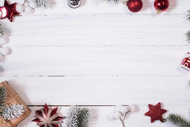 Новогодняя композиция. вид сверху, плоская планировка, копия пространства.