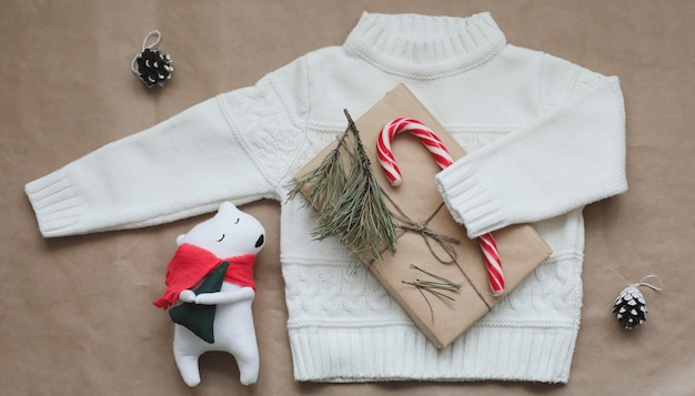 Новогодняя композиция игрушка мишка в подарок еловые ветки и украшения рождество зима новогодняя ко ...