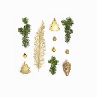 황금 크리스마스 장식 녹색 전나무와 크리스마스 구성