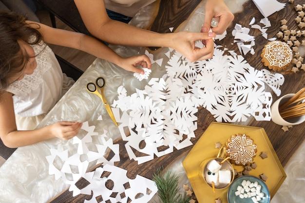 手作りのクリスマスツリーとクリスマスの構成。