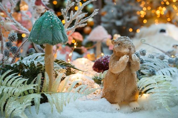 Новогодняя композиция с белкой и грибами, новогоднее украшение