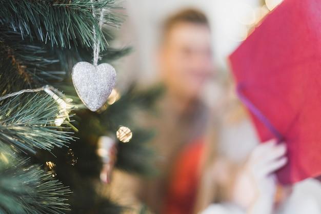 ぼやけた男とクリスマスのコンセプト