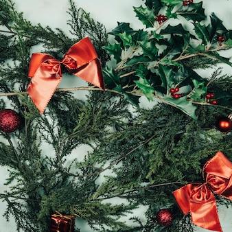 Рождественская концепция с елью и омелой