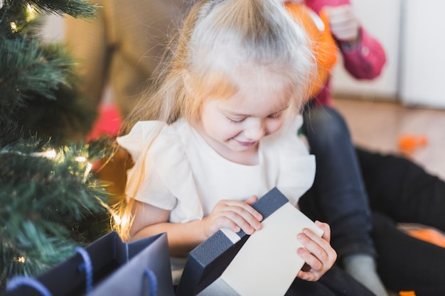 현재여 행복 한 아이 함께 크리스마스 컨셉