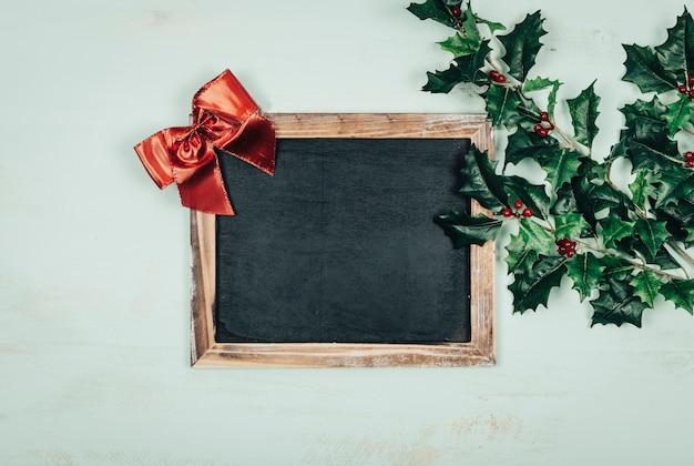 Рождественская концепция со сланцем и омелой